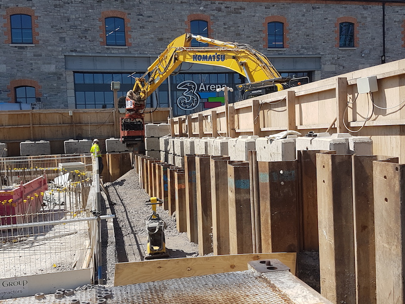 Trench Control using a Movax hammer to extract sheet piles